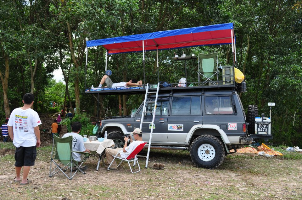 Add some decent midge proof mesh and ya got a sweet roof toper here & Roof Top Tent ...... Malaysian rain forest challenge style | 4x4Earth